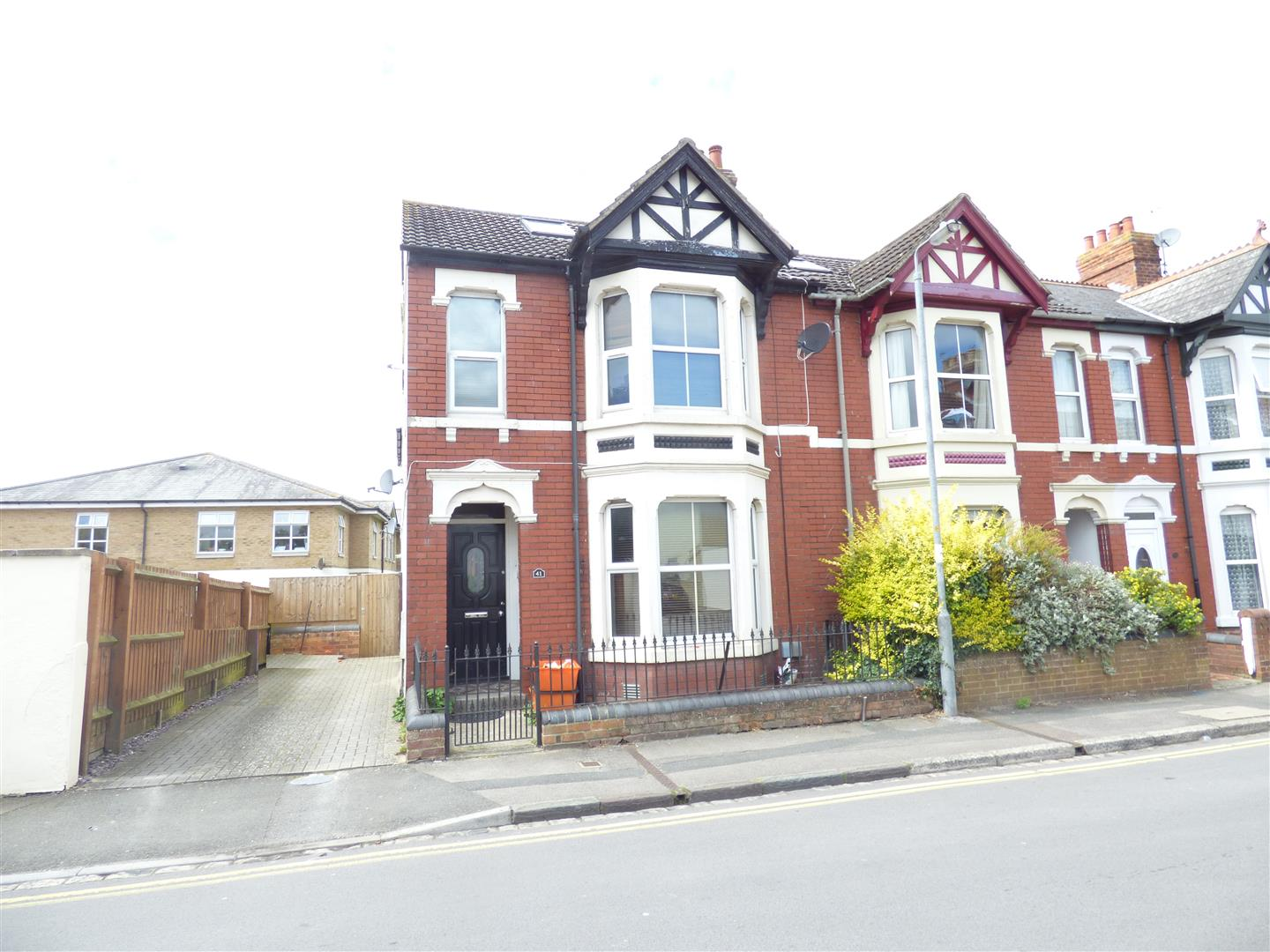 2 Bedrooms Flat for sale in Kent Road, Old Town, Swindon